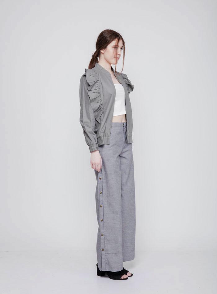 Lengkapi Item Fashionmu Dengan Joyi Ruffles Jacket Untuk Hang Out Bersama Sahabat